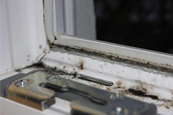 Пластиковое окно с внутренними уплотнительными резинками